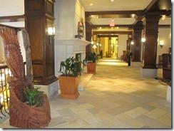 RBuchanan Delta Sun Peaks wood carving adorns lobby IMG_1083